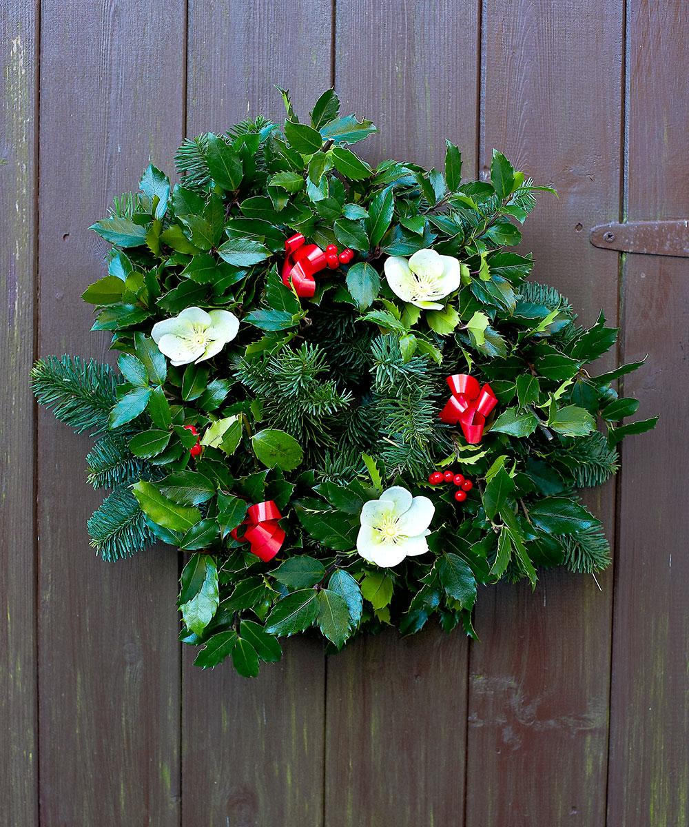 tradition fresh holly wreath