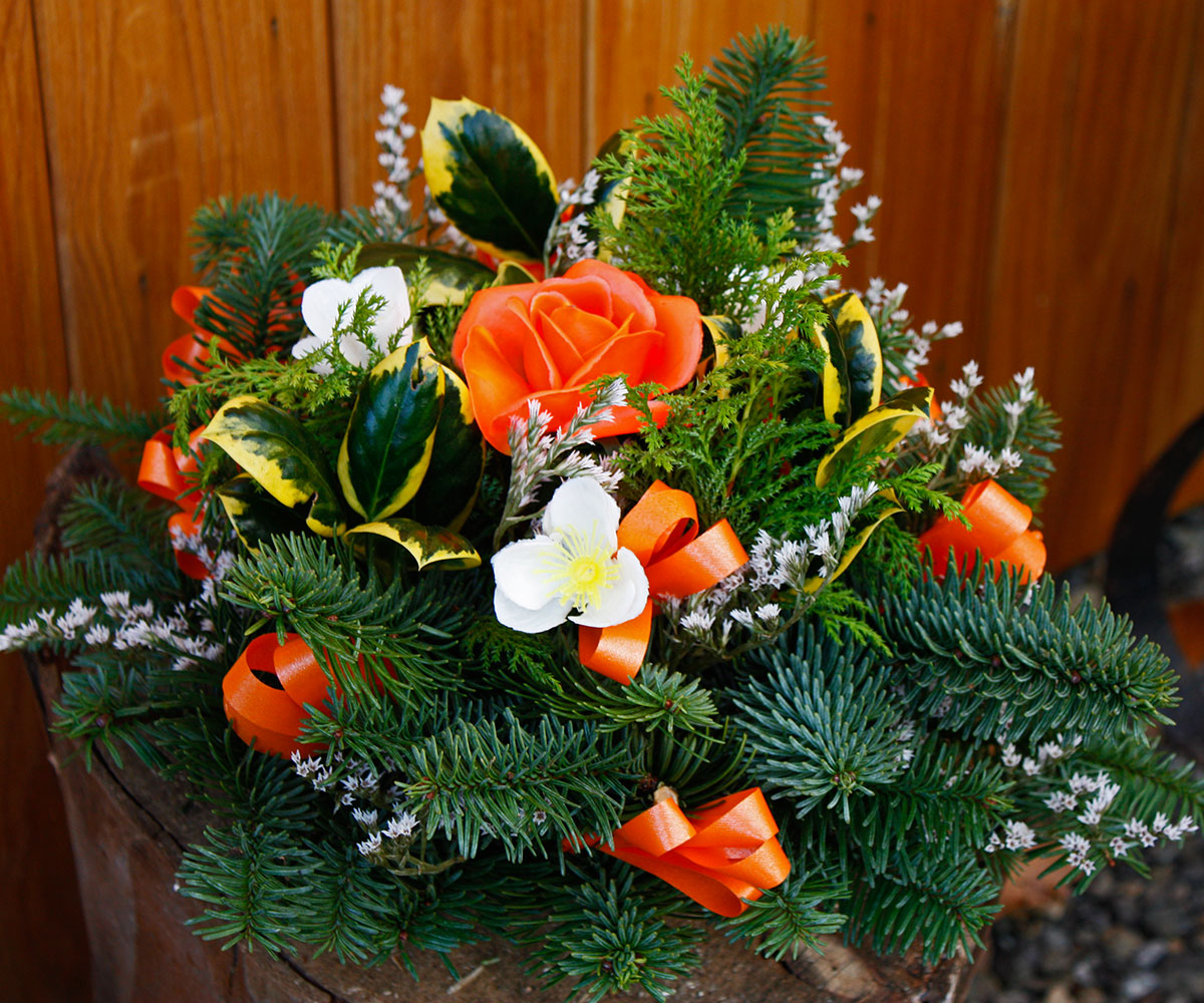 Christmas Posie orange Lyonshall Nry